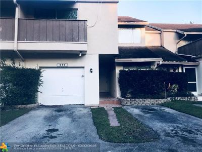 Plantation Condo/Townhouse For Sale: 838 NW 81 Ter #838