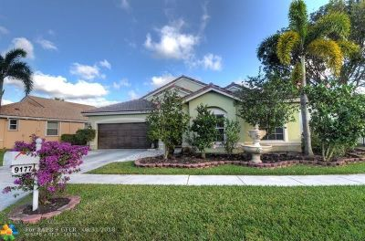 Boynton Beach Single Family Home For Sale: 9177 Cove Point Cir