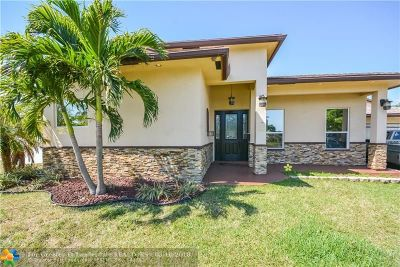 Hollywood Single Family Home For Sale: 300 W Chaminade Dr