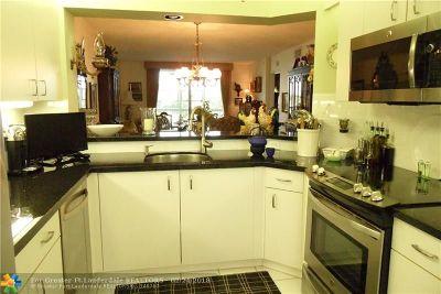 Tamarac Condo/Townhouse For Sale: 9563 Weldon Circle #304