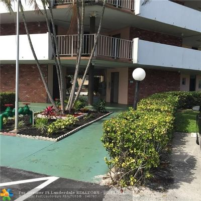 Lauderdale Lakes Condo/Townhouse For Sale: 3091 NW 46th Ave #402A