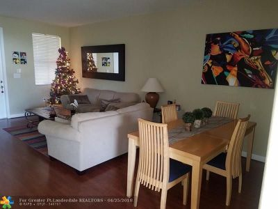 Doral Condo/Townhouse For Sale: 11483 NW 78th Terrace #11483