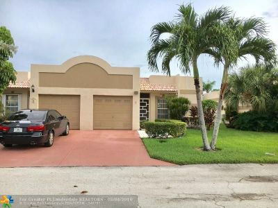 Boca Raton Condo/Townhouse For Sale: 9201 Fairbanks Ln #1