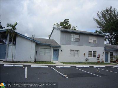 Plantation Condo/Townhouse For Sale: 7145 W Sunrise Blvd #7145