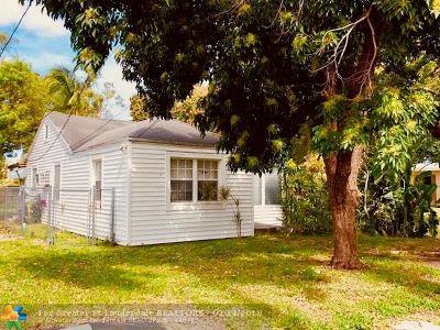 Oakland Park Single Family Home For Sale: 901 NE 33rd St