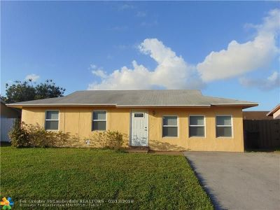 North Lauderdale Single Family Home For Sale: 8221 SW 7th Ct