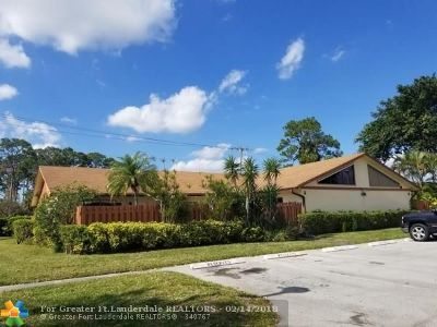 West Palm Beach Condo/Townhouse For Sale: 1031 Summit Place Cir #B
