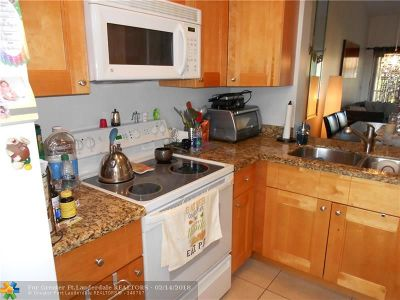 Deerfield Beach Condo/Townhouse For Sale: 2315 SW 15th St #60