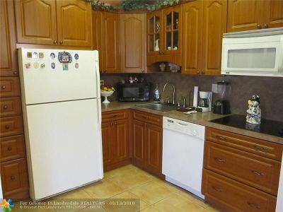 Tamarac Condo/Townhouse For Sale: 10939 W Clairmont Cir #206