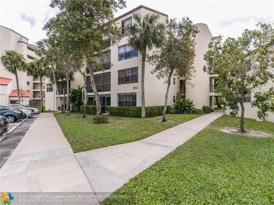 Pompano Beach Condo/Townhouse For Sale: 2316 S Cypress Bend Dr #120