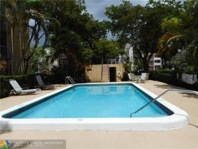 Plantation Condo/Townhouse For Sale: 483 N Pine Island Rd #405C