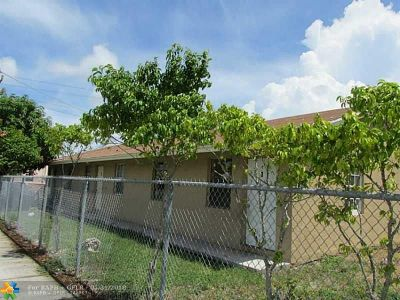 Pompano Beach Multi Family Home For Sale: 246 NW 14th St
