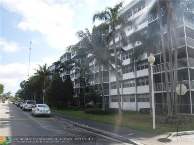 Miami Gardens Condo/Townhouse For Sale: 700 NW 214th St #221