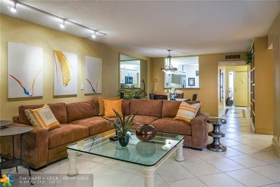 Delray Beach Condo/Townhouse For Sale: 5054 Golfview Ct #1511