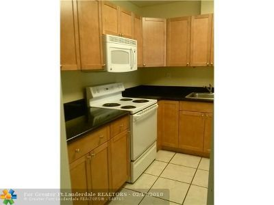 Coral Springs Condo/Townhouse For Sale: 4111 NW 88th Ave #205