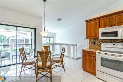 Boynton Beach Condo/Townhouse For Sale: 9705 Sills Dr #204