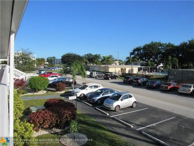 Deerfield Beach Condo/Townhouse For Sale: 219 Newport M #219