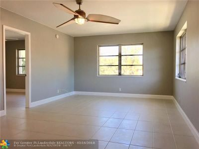 Wilton Manors Condo/Townhouse Backup Contract-Call LA: 136 NE 19th Ct #215