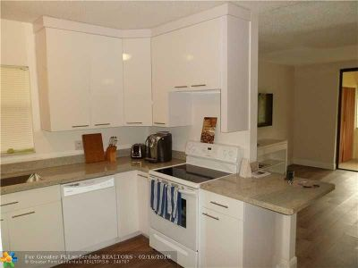 Coral Springs Condo/Townhouse For Sale: 8404 W Sample Rd #233