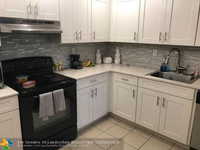 Plantation Condo/Townhouse For Sale: 731 N Pine Island Rd #404