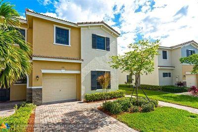 Miami Condo/Townhouse For Sale: 391 NE 194th Ln #.