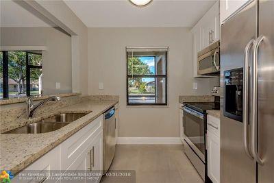 Miramar Condo/Townhouse For Sale: 3399 Foxcroft Rd #101