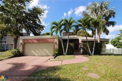 Tamarac Single Family Home For Sale: 8027 Buttonwood Cir