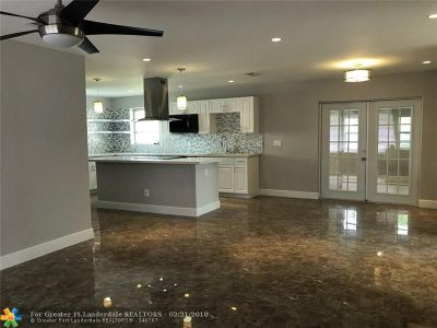 Margate Single Family Home For Sale: 1520 Cathedral Dr