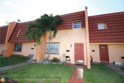 Lauderdale Lakes Condo/Townhouse For Sale: 2005 NW 37th Ter #2005