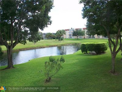 Margate Condo/Townhouse For Sale: 7847 N Golf Circle Dr #208
