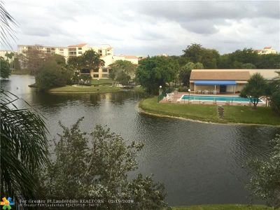 Pompano Beach Condo/Townhouse For Sale: 2334 S Cypress Bend Dr #307