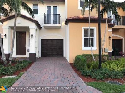 Coconut Creek Condo/Townhouse For Sale: 6960 Long Pine Cir #6960