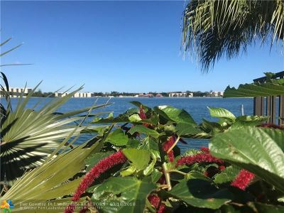 Oakland Park Condo/Townhouse For Sale: 115 Lake Emerald Drive #206