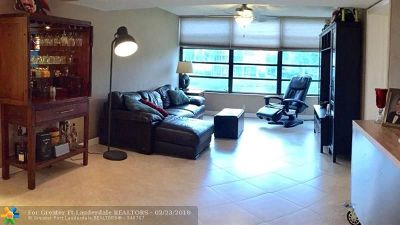 Davie Condo/Townhouse For Sale: 1715 Whitehall Dr #206