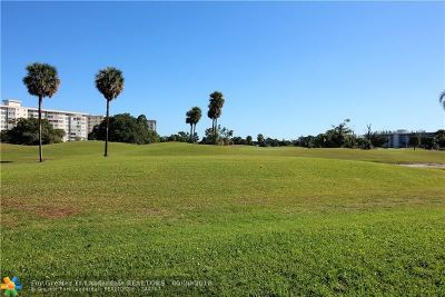 Pompano Beach Condo/Townhouse For Sale: 2900 N Palm Aire Dr #103