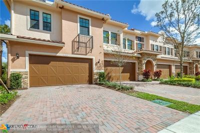 Plantation Condo/Townhouse For Sale: 172 SW 127th Ter #172