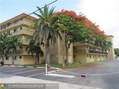 Pompano Beach Condo/Townhouse For Sale: 2601 NE 14th Str #322