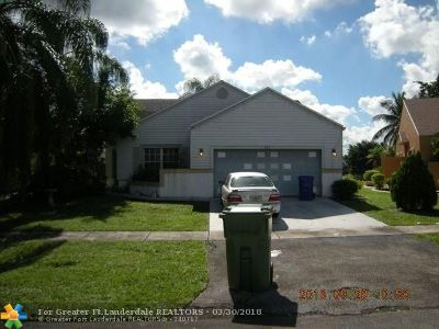 Pembroke Pines Single Family Home For Sale: 8610 SW 12th St