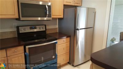 Deerfield Beach Condo/Townhouse For Sale: 860 SE 6th Ave #301