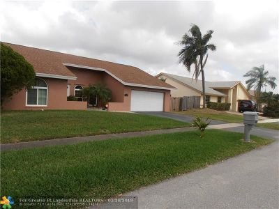 Lauderhill Single Family Home For Sale: 8611 NW 52nd Ct