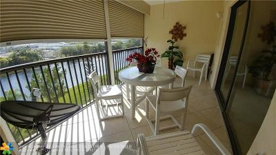 Pompano Beach Condo/Townhouse For Sale: 2202 S Cypress Bend Dr #601