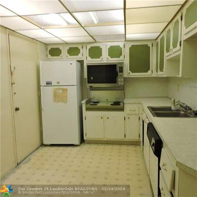 Miami Condo/Townhouse For Sale: 1101 NE 191st St #H413