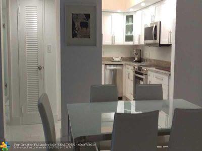 Miami Beach Condo/Townhouse For Sale: 5600 Collins Ave #7V