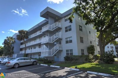 Oakland Park Condo/Townhouse For Sale: 103 Royal Park Dr #4F