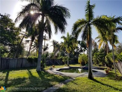Broward County Single Family Home For Sale: 2426 Pierce St