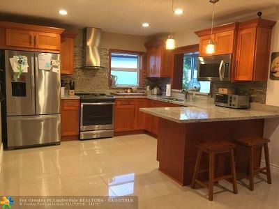 Oakland Park Single Family Home For Sale: 1684 NW 38th St