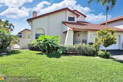 Miami Single Family Home For Sale: 6122 NW 175th Ter