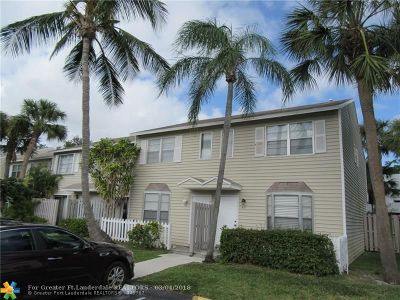 Pompano Beach FL Condo/Townhouse For Sale: $135,000