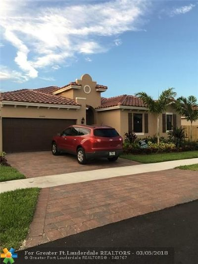 Miami Single Family Home For Sale: 15365 SW 173 St