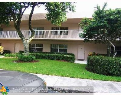 Broward County Condo/Townhouse For Sale: 4280 Oaks Ter #203